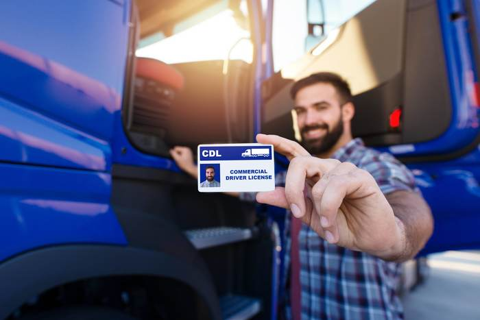 Should I Become a Truck Driver by getting my CDL license